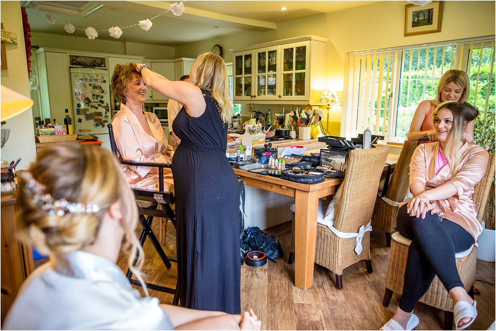 bridal party getting ready for oxfordshire wedding